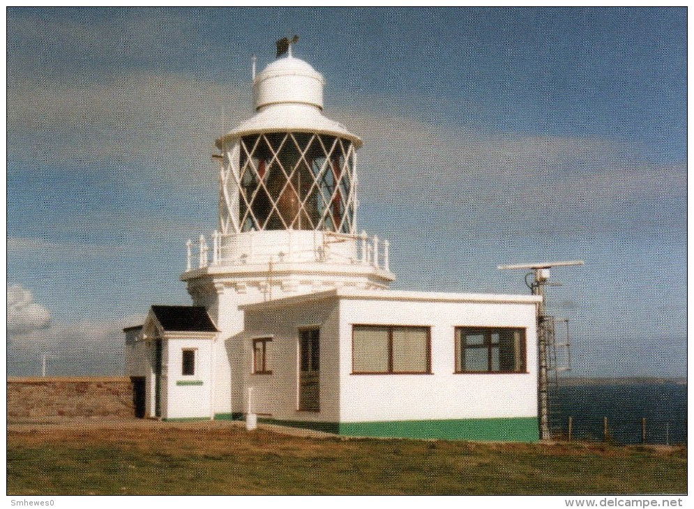 Postcard - St. Ann´s Head Low Lighthouse, Pembrokeshire. SMH102 - Lighthouses