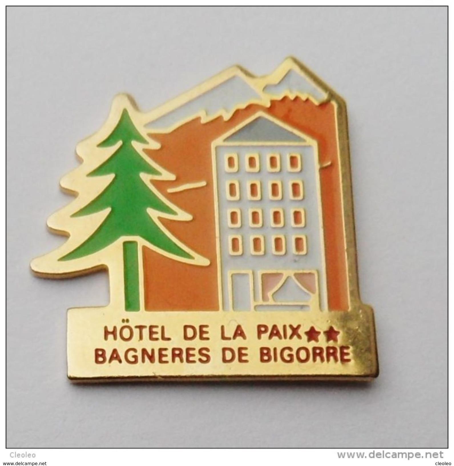Pin's Hotel De La Paix Bagnères De Bigorre - C017 - Villes