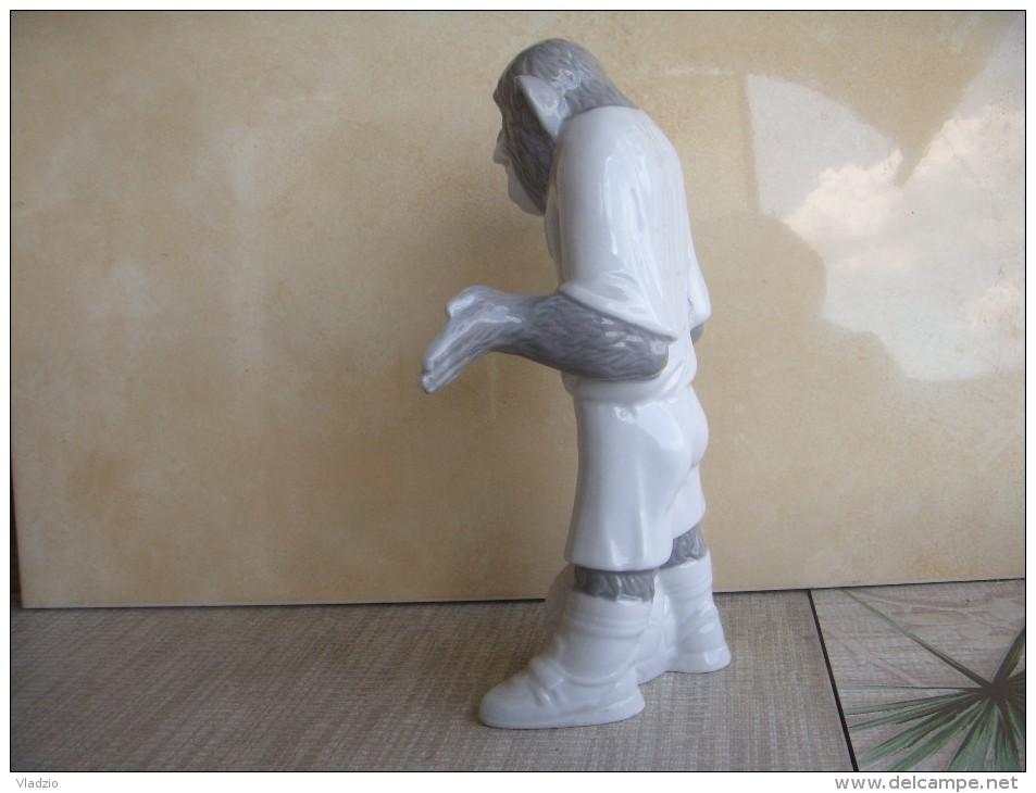 Monkey - Eck. A Series Of People-beasts. Porcelain. Height - 22 Cm. Ukraine. Korosten. - Autres