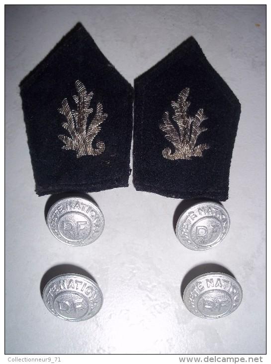 Pattes De Col Et Bouton D'uniforme De Sous Brigadier De La Sureté Nationale (police Nationale) 1960 - Police & Gendarmerie