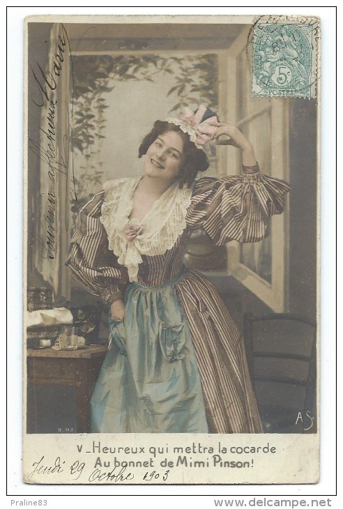 CPA  Fantaisie Précurseur - HEUREUX QUI METTRA LA COCARDE AU BONNET DE MIMI PINSON - Circulé 1903 - Frauen