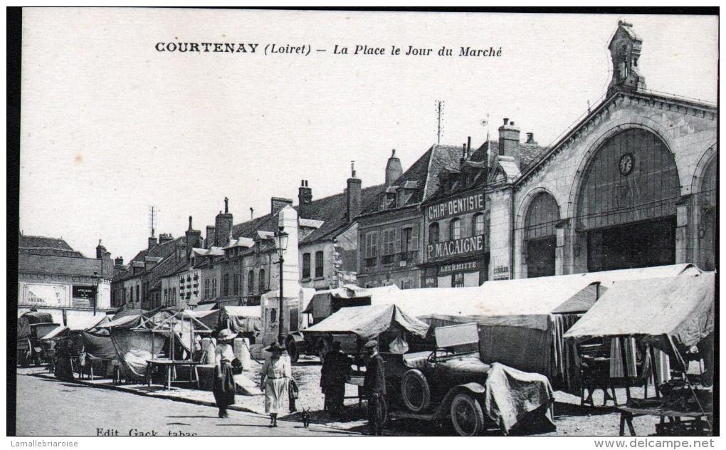 45, COURTENAY, LA PLACE LE JOUR DU MARCHE, AUTOMOBILE - Courtenay