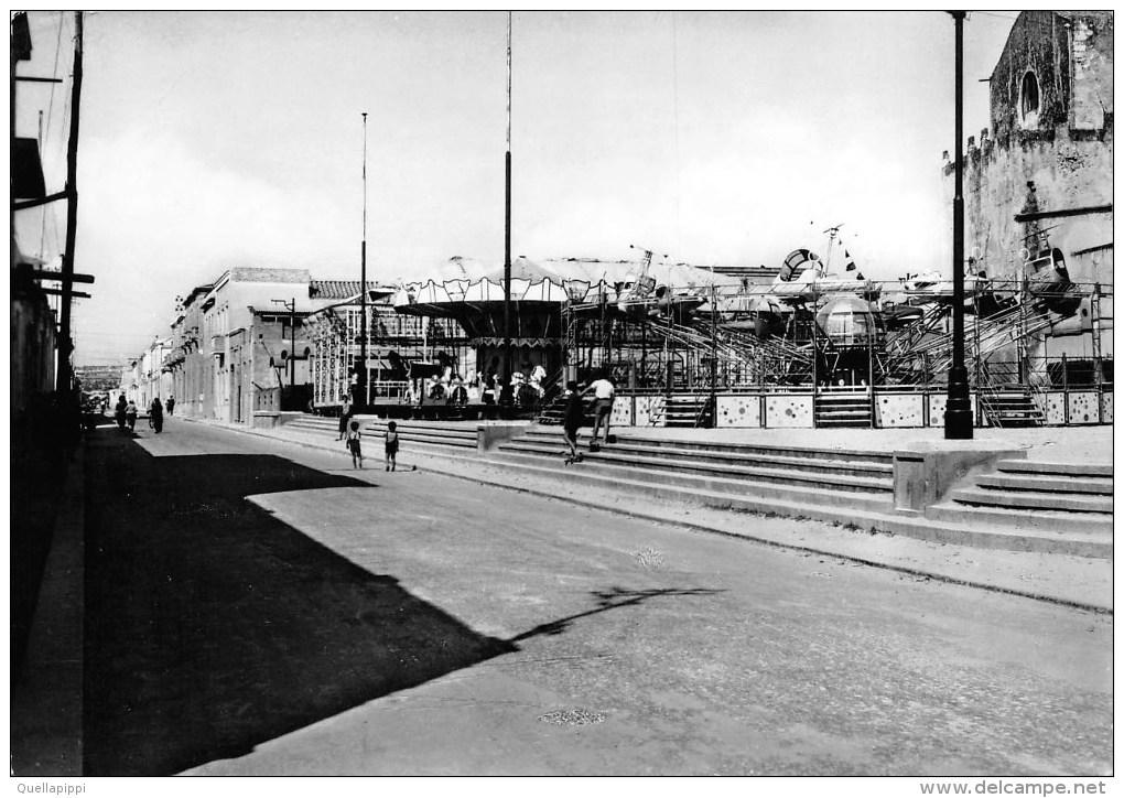 """01854 """"QUARTU S. ELENA (CA) - VIA ARMANDO DIAZ"""" ANIMATA. LUNA PARK. CART. ILLUSTR. ORIG. SPED. 1957 - Quartu Sant'Elena"""