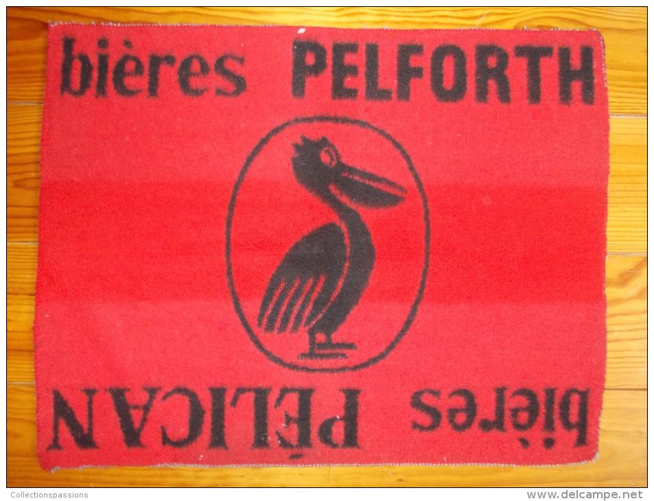 Tapis De Cartes - Bières Pelforth. Bières Pélican - - Cartes à Jouer