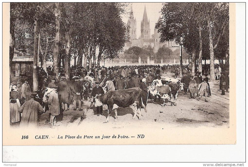 CAEN.   LA   PLACE    DU   PARE  UN   JOUR   DE   FOIRE - Caen
