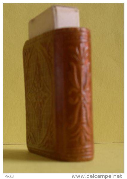 ETUI  ALLUMETTES EN CUIR - GRANADA - ALHAMBRA - GRENADE ESPAGNE ANDALOUSIE - 5 SCANS - Tobacco (related)