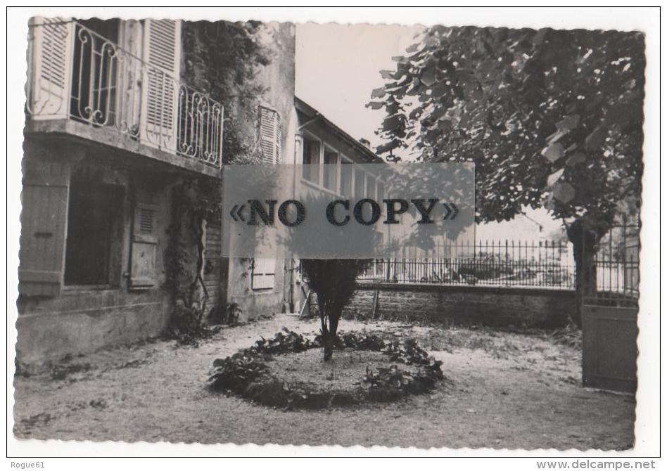 VERTAMBOZ   -  Colonie De Jeunes Filles ; Bon Pasteur  ( Cour D´entrée ) - Andere Gemeenten