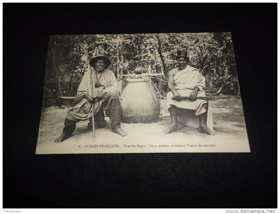 Guinée Française. Chez Les Bagas . Deux Anciens Attendant L' Heure Du Sacrifice.  Voir 2 Scans. - Französisch-Guinea