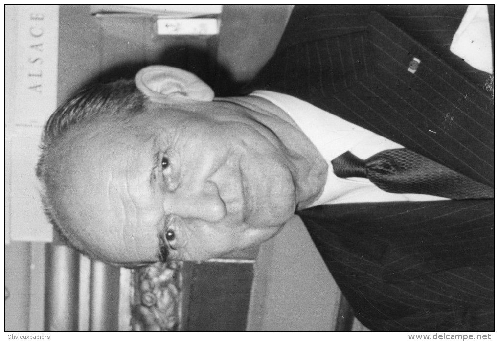 Photo De Presse  - Politique France - Le Général  PAUL STEHLIN  Aux Prochaines élections Législatives En 1968 - Personnes Identifiées