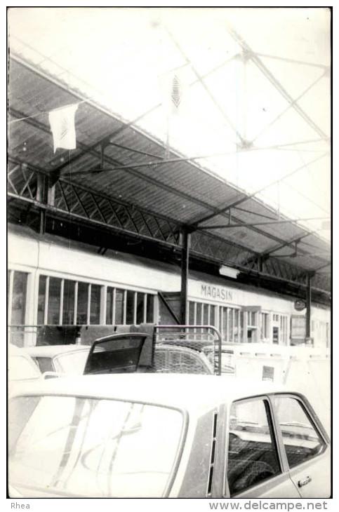 AUTOMOBILES - PHOTO - Garage  - Renault R12 - Cachet Architecte De Rennes Yann GUISNEL - Automobiles