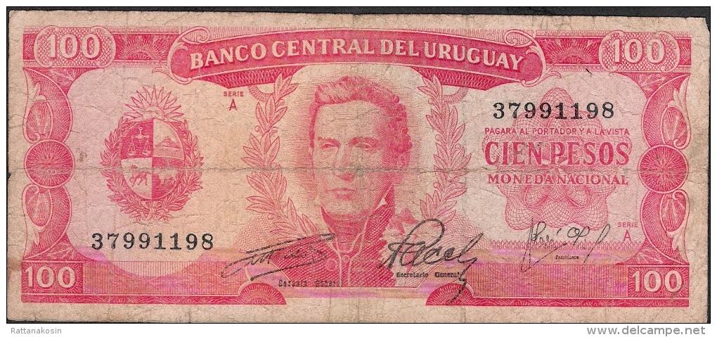 URUGUAY P47  100 PESOS  1967   FINE - Uruguay