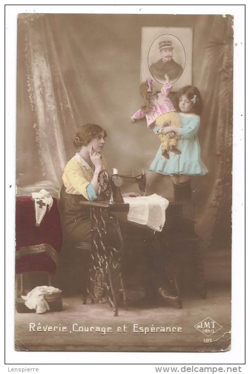 """CPA - JEUNE FEMME -MACHINE A COUDRE -SOLDAT EN PHOTO - FILLETTE - POUPEE-""""EDIT. J.M.T. PARIS 107 - Scènes & Paysages"""