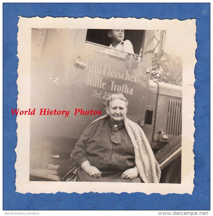 Photo Ancienne - HALLE TROTHA ( Saale ) - Madame Paul FLEISCHER Devant Le Camion Commercial De La Famille - Boy Garçon - Cars