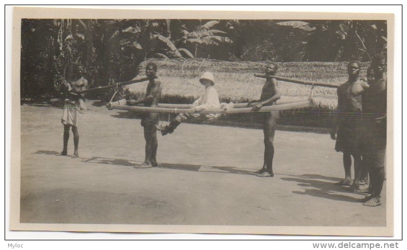 """Foto/Photo. Congo. Transport En """"Palanquin"""" Colonial & Porteurs. - Afrika"""