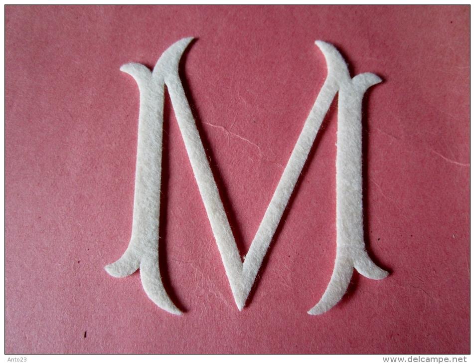 Monogramme à Broder En Feutre Lavable Et Irrétrecissable  D.M.C - Laces & Cloth