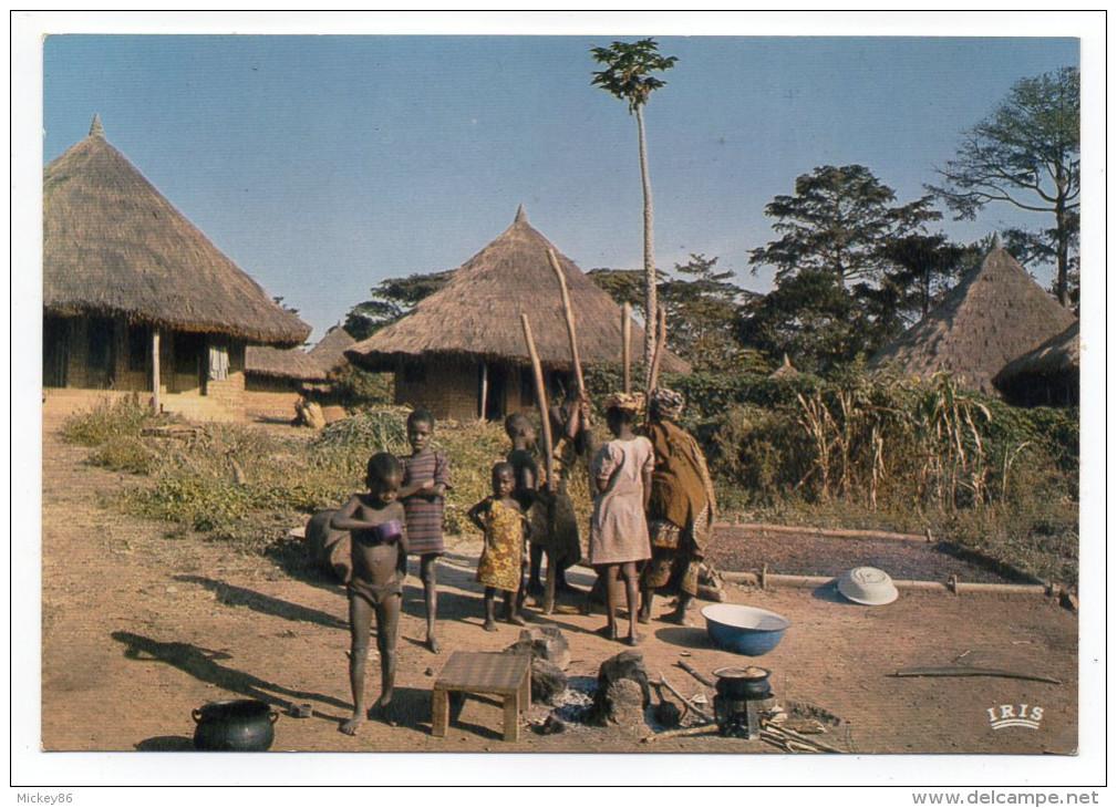 Afrique En Couleurs--La Vie Au Village (animée,enfants ),cpsm 15 X 10 N°8234 éd IRIS - Non Classés