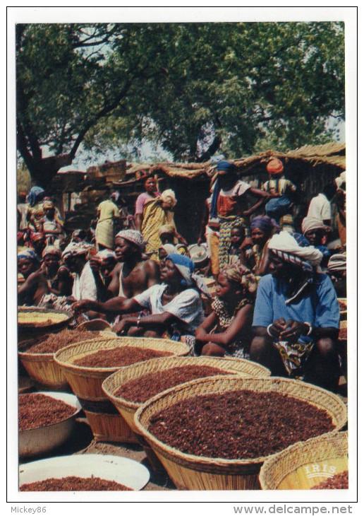 Afrique En Couleurs--Le Marché (très Animée),cpsm 15 X 10  N° 8565  éd IRIS - Non Classés
