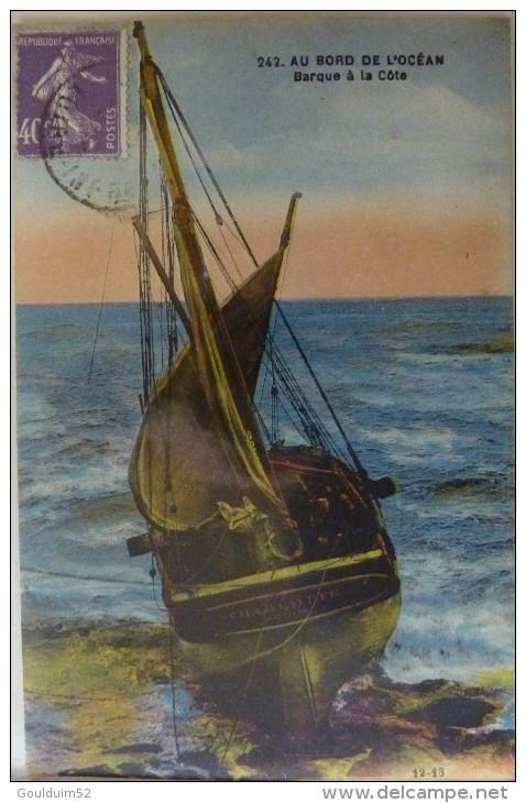Au Bord De L'océan, Barque à La Cote - France