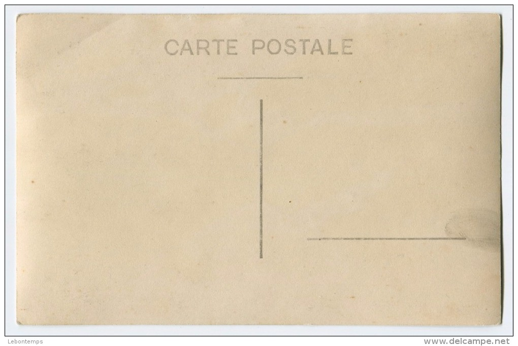 Carte-photo : Fête Foraine, Femme, Tir à La Carabine. - Photographie