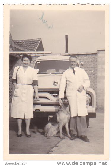 25020 Photographie Originale  Belgique - Vieille Voiture  -Yvoir Sans Doute, Couple - Automobiles