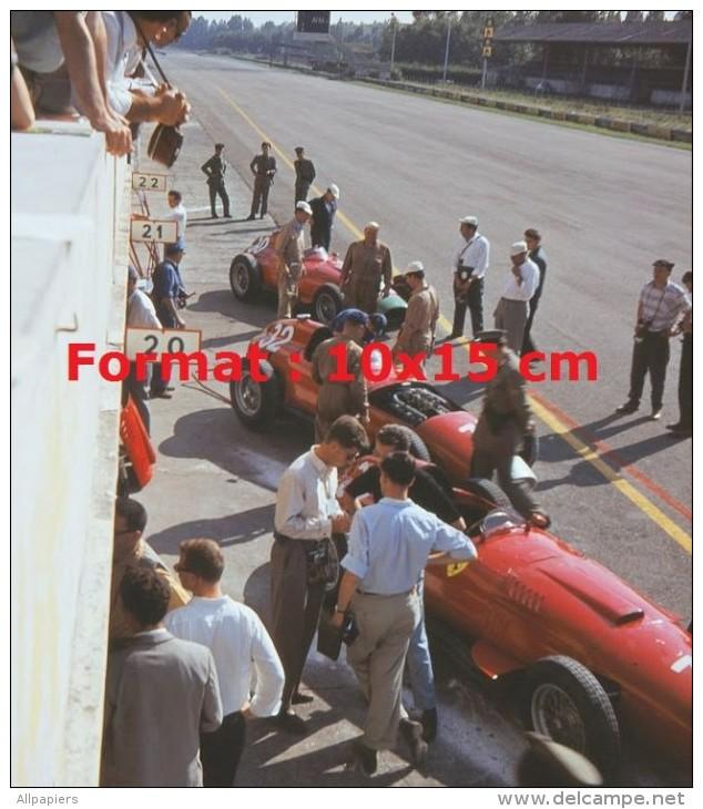 Reproduction D'une Photographie Des Ferrari Au Grand Prix D'Italie à Monza En 1957 - Repro's