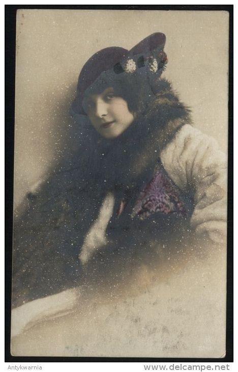 FEMME AU CHAPEAU  Portrait.   1921y.     9677 - Frauen
