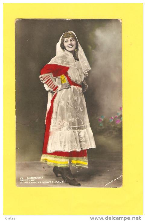 Postcard - Italia, Sardegna, National Costume     (20791) - Italie