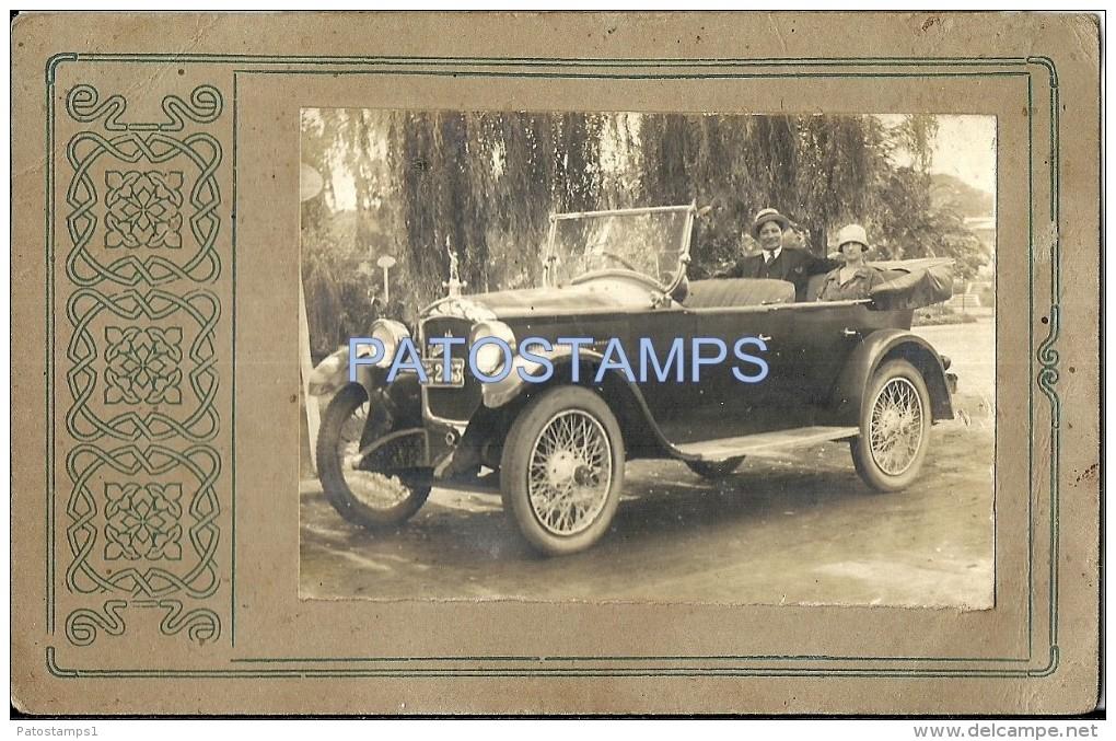 22230 AUTOMOBILE OLD CAR AUTO SEDAN CONVERTIBLE AND COUPLE 10 X 7 CM  PHOTO NO POSTAL POSTCARD - Vieux Papiers