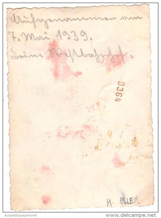 Photo Originale Femme Allemandes Le 7 Mai 1939 - Automobiles, Chapeaux Et Bouquet De Fleurs - Monument - M. Uller - Personnes Identifiées
