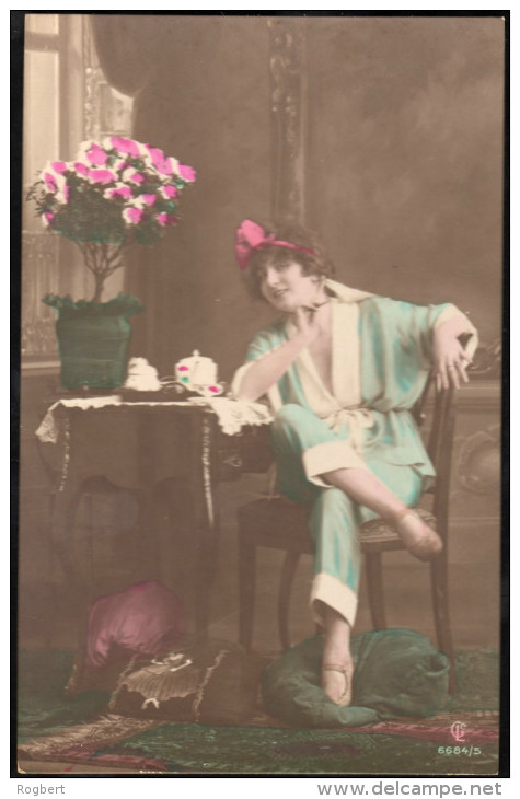 BJ06 - 6 Coloured Postcard - Woman In Pajamas - CL Co. Series #6685/1 To 6 Unused - Aduana