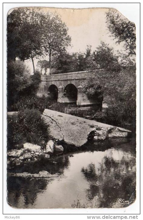 COULONGES-sur-L´AUTIZE --env 1955-60--- Pont De Guilbot,cpsm 14 X 9 éd Combier--carte Abîmée - Coulonges-sur-l'Autize