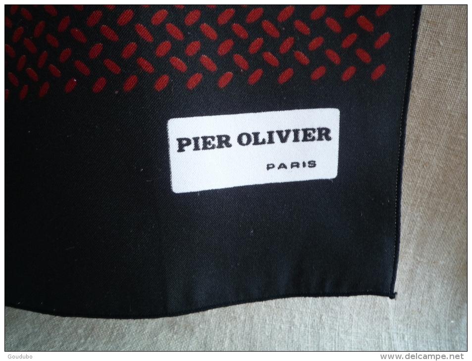 Foulard écharpe Pier Olivier Paris Motif Géométrique Alterné En Frise Sur Fond Noir . Voir Les Photos. - Foulards