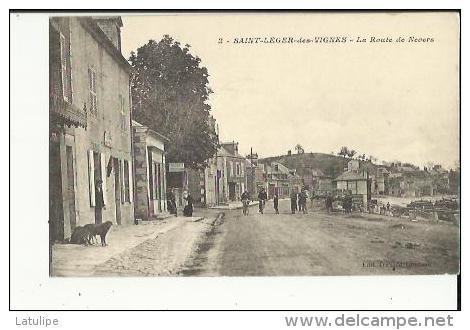 Saint-Leger-des-Vignes  58    La Route De Nevers Bien Animée -Tabac-Magasin De Cycles Et Boucherie - France
