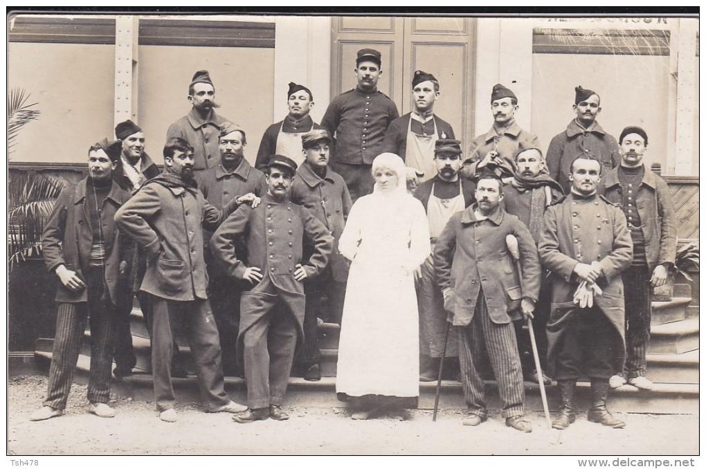 CARTE PHOTO---MILITARIA--groupe De Soldats Blessés De Guerre + Infirmiére---voir 2 Scans - Guerre 1914-18