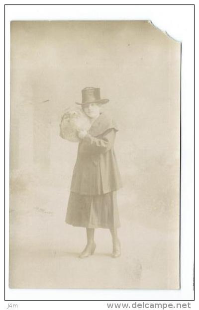 35/ ILLE Et VILAINE... Carte Postale Photo De RENNES. Femme Au Chapeau Et Manchon De Fourrure - Rennes