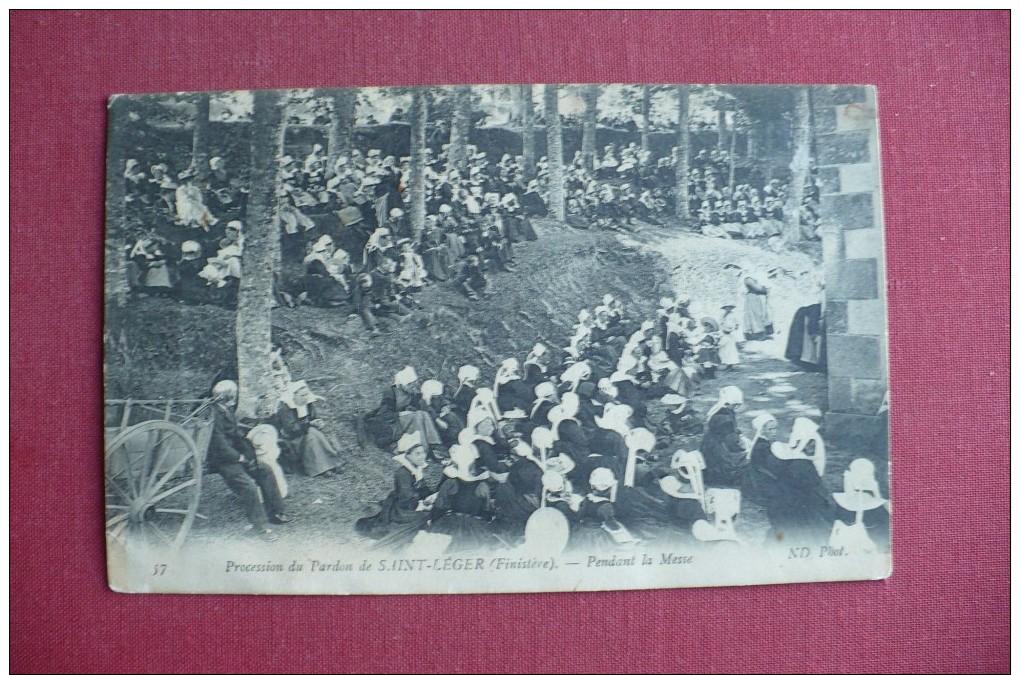 Cpa.r - Saint-léger (29) - Jour De Pardon - Pendant La Messe - éditions ND - Otros Municipios