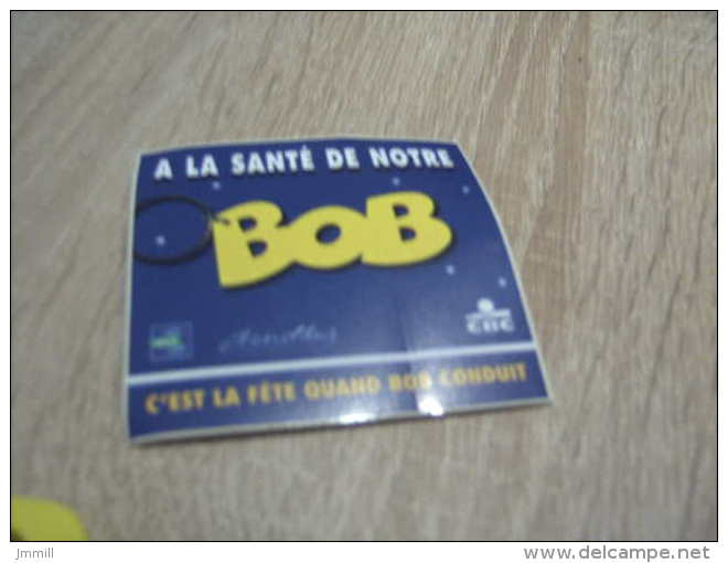 Bob Morane : Un Lot Du Porte Clef Bob Et De L´autocollant à La Santé De Notre Bob - Bob Morane