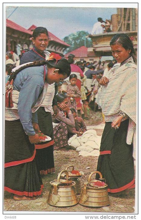 NEPAL - TYPICAL WOMEN OF KATHMANDU VALLEY PREPARING FOR WORSHIP - 1960s - 360 - Nepal