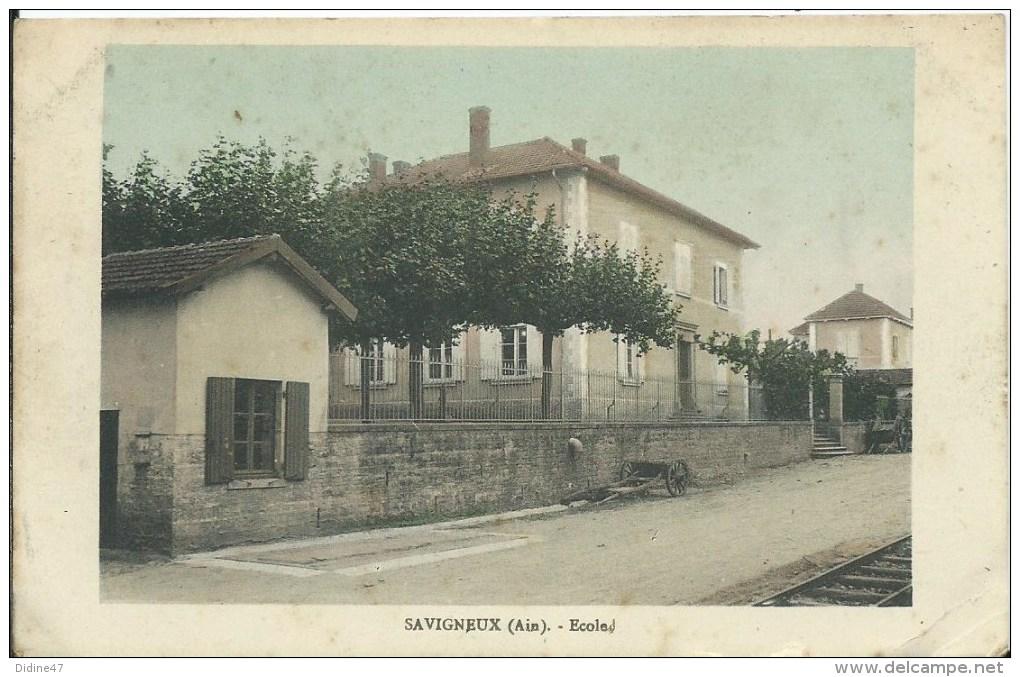 SAVIGNEUX - école (petit Pli Dans Un Angle) - Francia