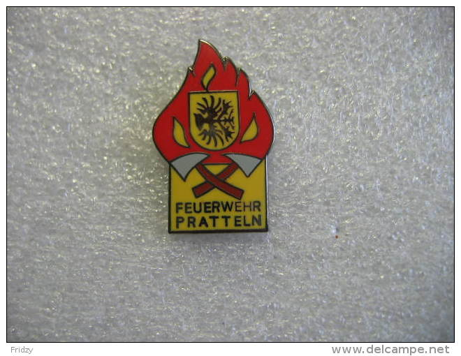 Pin´s Des Sapeurs Pompiers De La Ville De PRATTELN En Suisse. Feuerwehr PRATTELN - Bomberos