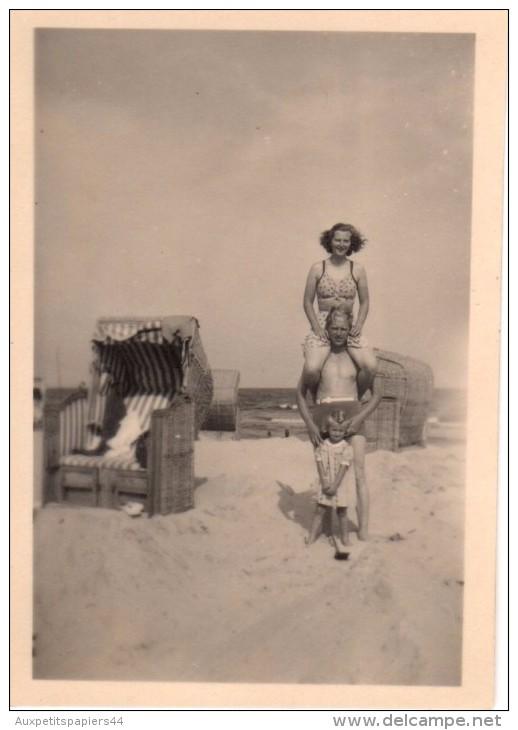 Photo Originale Plage Et Maillot De Bain - Famille équilibriste à La Plage - Vers 1940 - - Pin-Ups