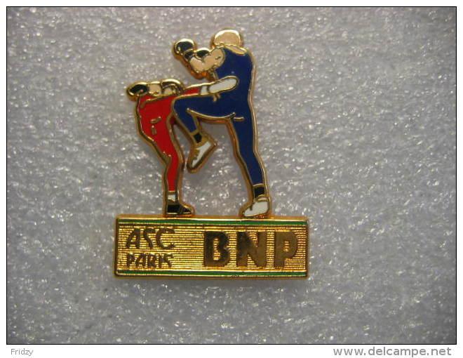 Pin´s BALLARD Doré à L´or Fin: ASC (Amicale Sportive Et Culturelle) BNP Paribas. Activité Boxe - Banche