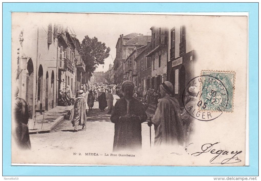 MEDEA 1905 -- La Rue GAMBETTA Très Animée -- Dos Non Divisé - Médéa
