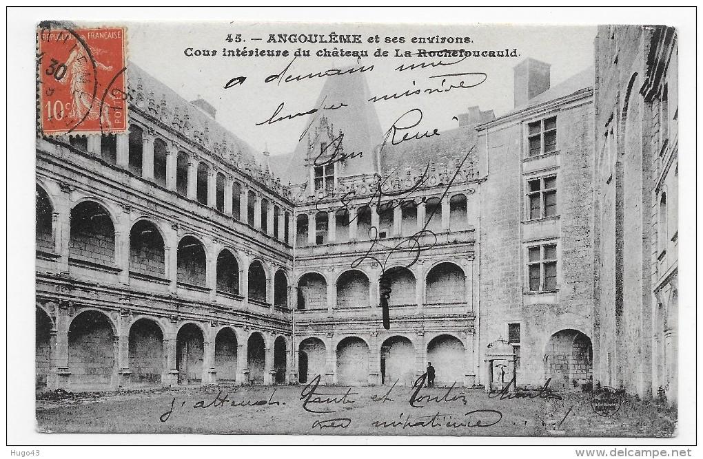 LA ROCHEFOUCAULD  - N° 45 - COUR INTERIEUR DU CHATEAU AVEC PERSONNAGE - CPA VOYAGEE - France