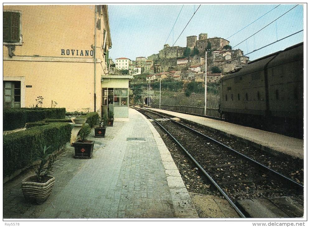 Lazio-roma-roviano Veduta Interno Stazione Ferroviaria Roviano Treno In Transito - Italia