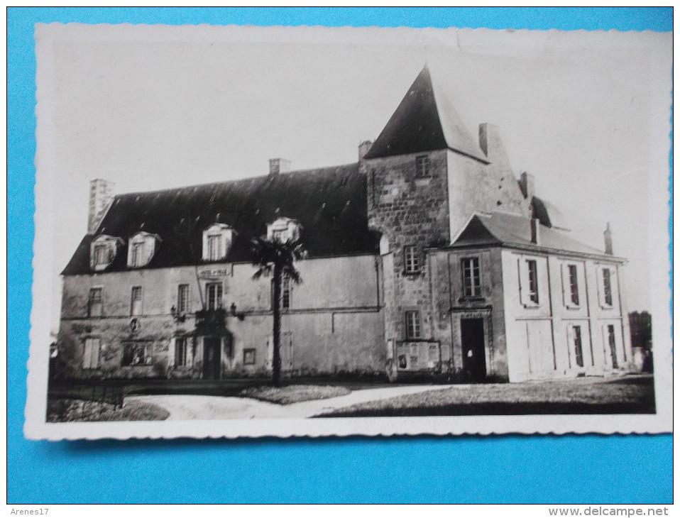 17 : PONS : L'HOTEL De VILLE , C.P.A., Carte En Très Bon état , - Monuments