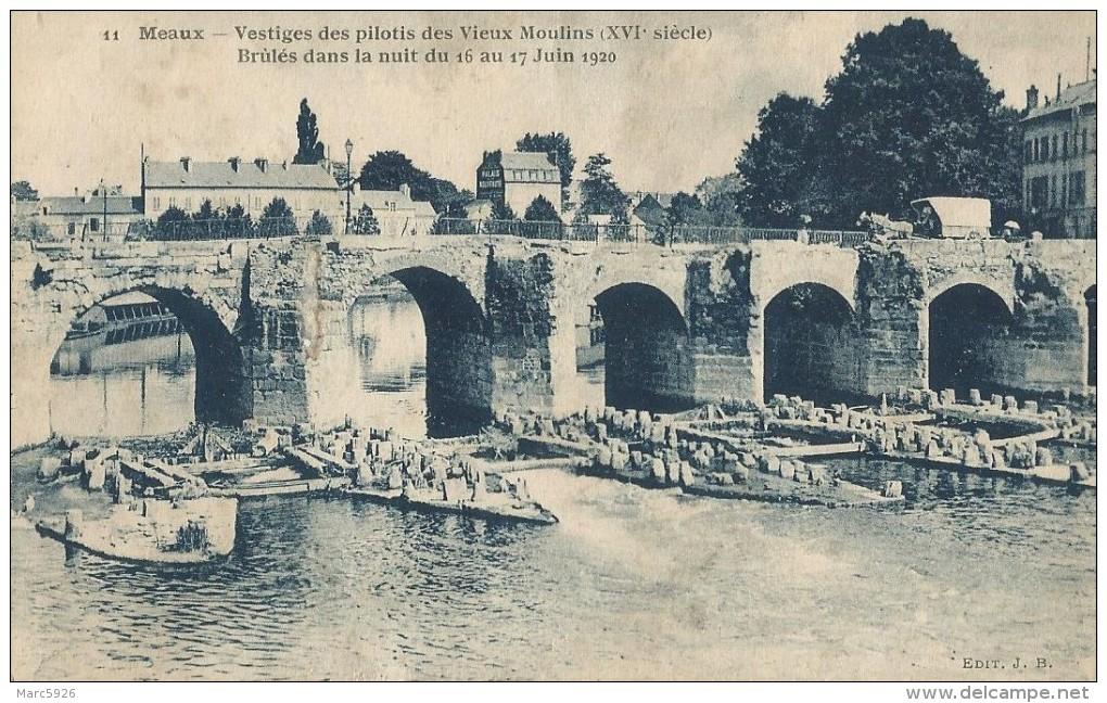 11 Meaux Vestiges Des Pilotis Des Vieux Moulin Brules Dans La Nuit Du 16 Au 17 Juin 1920 - Meaux