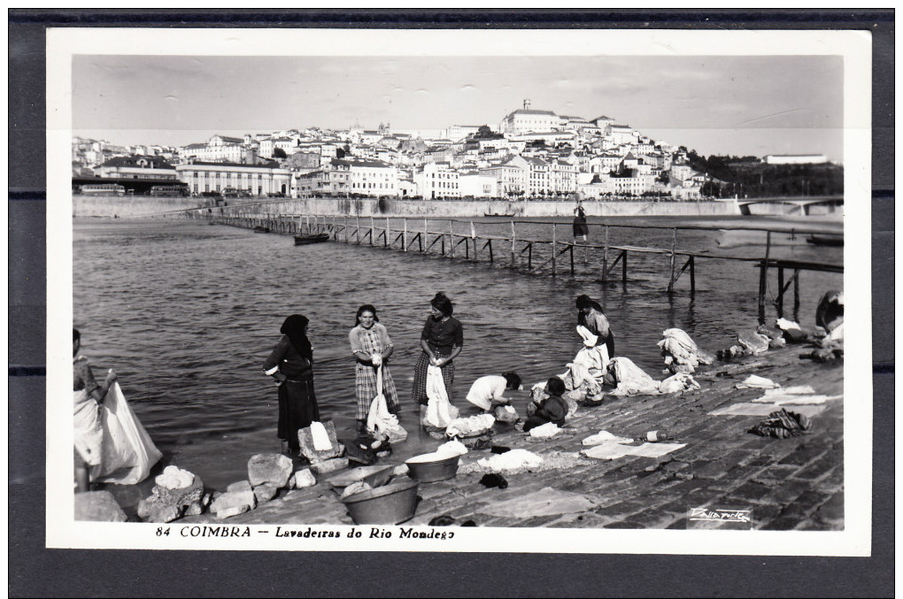 COIMBRA.LAVADEIRAS DO RIO MONDEGO E VISTA GERAL   NAO CIRCULADA 1955 - Coimbra
