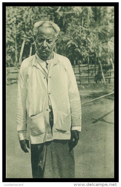 """ASIA - TIMOR  - COSTUMES - Um Chefe """"dato"""" ( Ed. Da Missão )  Carte Postale - Timor Oriental"""