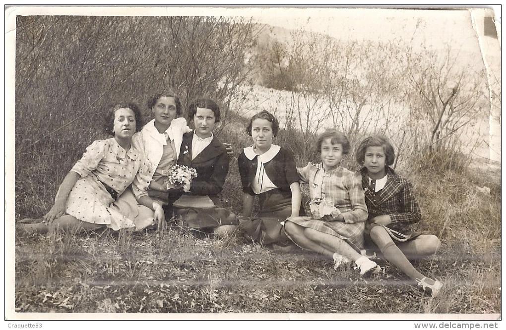 "Carte Photo""SOUVENIR DU 1er DIMANCHE DE MAI 1938""  PROMENADE ENTRE FILLES - Anonyme Personen"